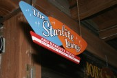 Lincoln Starlite Lounge Photo #11